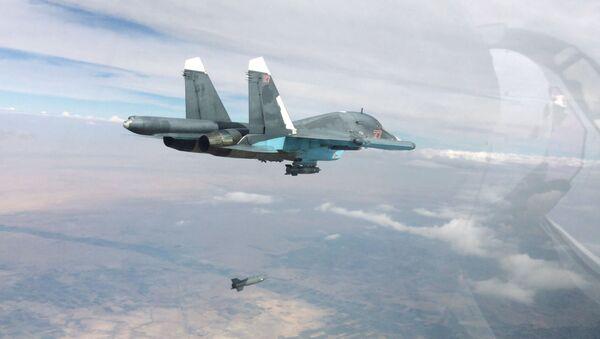 Истребитель-бомбардировщик Су-34 в Сирии - Sputnik France