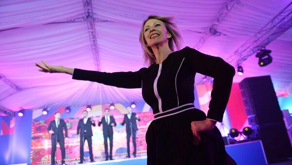 Zaharova, davetlilerden büyük alkış aldı. - Sputnik France