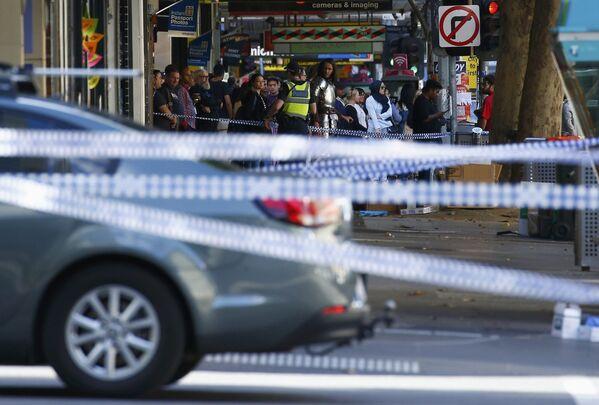 Une voiture fonce sur la foule à Melbourne - Sputnik France