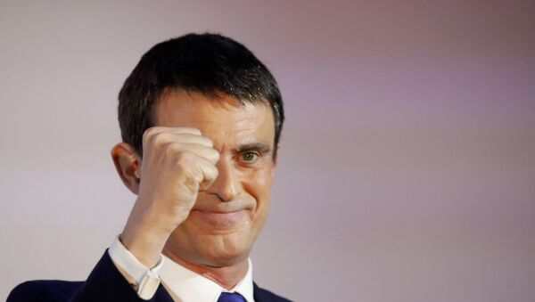 Former French Prime Minister and candidate Manuel Valls reacts after the results in the first round of the French left's presidential primary election in Paris - Sputnik France