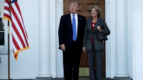 Donald Trump et Betsy Devos - Sputnik France