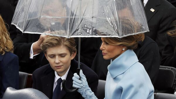 Melania and Barron Trump shield under an umbrella during the inauguration ceremonies to swear in Donald Trump as the 45th president of the United States at U.S. Capitol in Washington, U.S., January 20, 2017. - Sputnik France