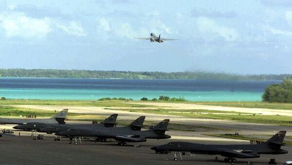 Des Rockwell B-1 Lancer sur la piste de la base militaire de Diego Garcia en 2001 - Sputnik France