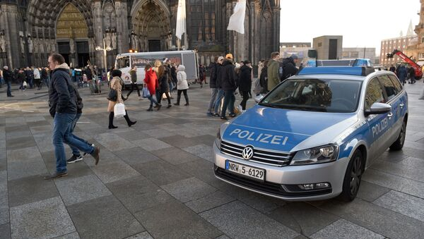 A police car drives past the Cologne Cathedral near the station square on December 30, 2016 in Cologne, western Germany. - Sputnik France