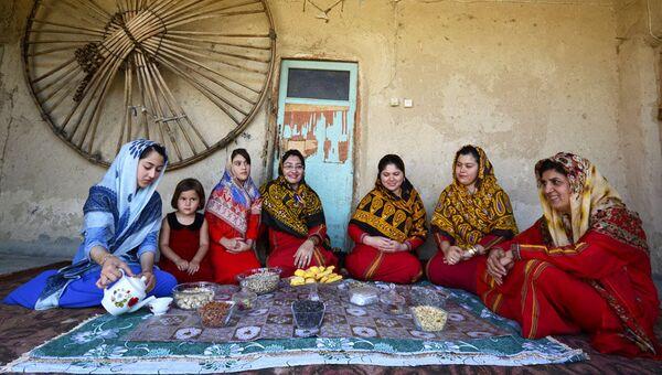 Le métier traditionnel du tissage des Turkmènes iraniniens - Sputnik France