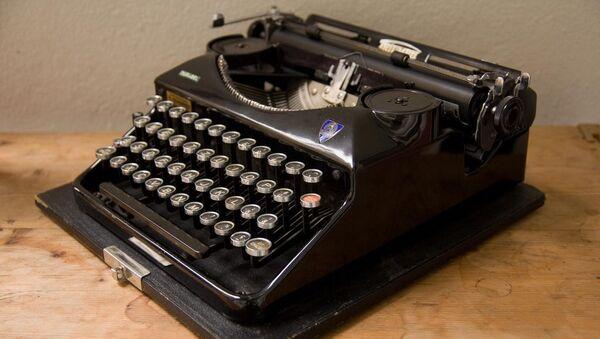 une vieille machine à écrire, image d'illustration - Sputnik France