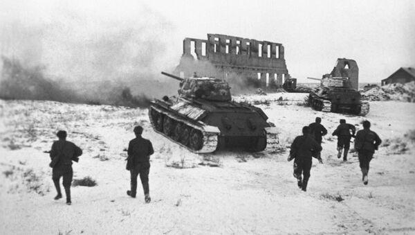 Des soldats soviétiques attaquent une position allemande - Sputnik France