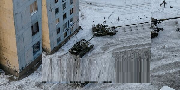 Tanks are seen in the government-held industrial town of Avdiyivka, Ukraine February 1, 2017. - Sputnik France