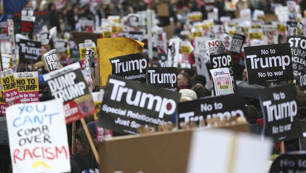 Demonstrators march against U.S. President Donald Trump and his temporary ban on refugees and nationals from seven Muslim-majority countries from entering the United States, during a protest in London, Britain, February 4, 2017 - Sputnik France