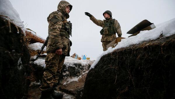Des militaires ukrainiens dans le Donbass - Sputnik France