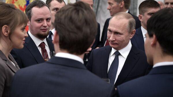 Le président russe Vladimir Poutine au Kremlin, la cérémonie officielle de remise des récompenses - Sputnik France