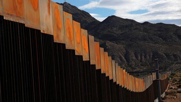 Projet de construction d'un mur à la frontière entre le Mexique et les États-Unis - Sputnik France