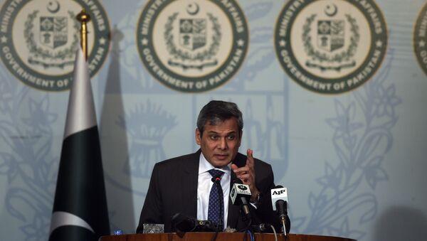 Le porte-parole du ministère pakistanais des Affaires étrangères, Nafees Zakaria, parle lors d'une conférence de presse à Islamabad le 29 septembre 2016 - Sputnik France