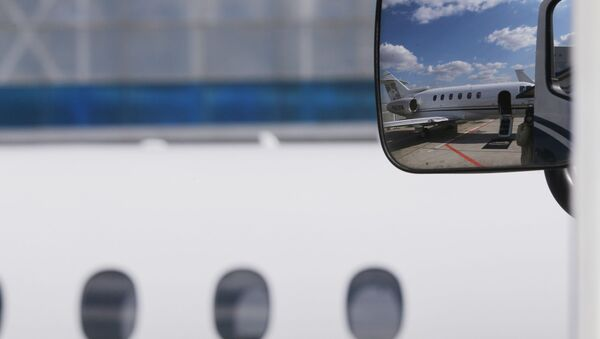 Allemagne: les passagers remarquent une brèche dans la carlingue de l'avion - Sputnik France