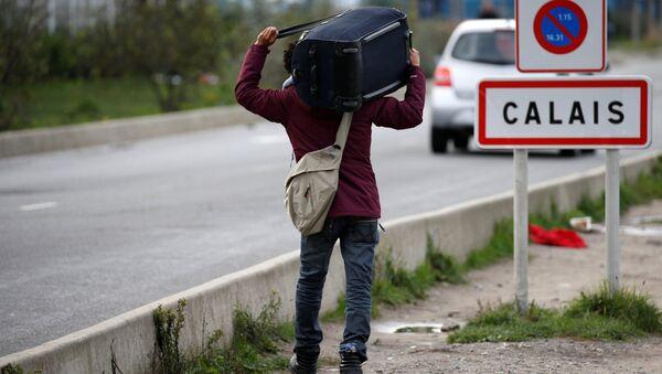 Un migrant à Calais - Sputnik France