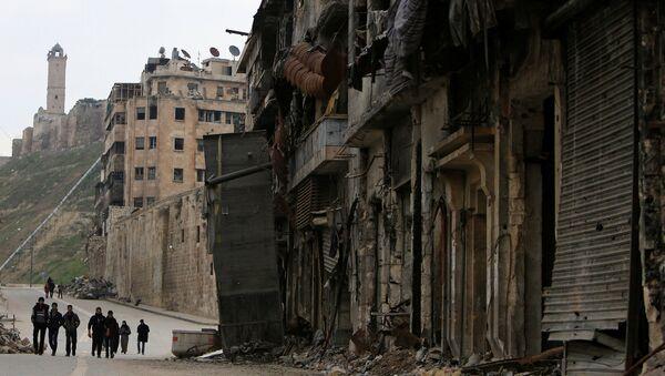 People walk past damaged shops in the Old City of Aleppo, Syria January 31, 2017. - Sputnik France