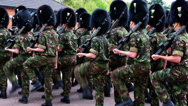 Британские гвардейцы готовятся к параду на Красной площади - Sputnik France