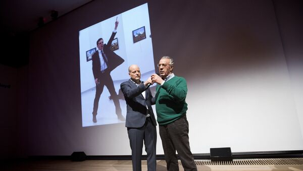 Winner of the World Press Photo 2016 photographer Burhan Ozbilici (R) and Managing Director of the World Press Photo Foundation Lars Boering, speak on stage during the announcement of the World Press Photo prizes in Amsterdam, on February 13, 2017. - Sputnik France