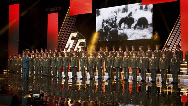 Singers and orchestra members of Red Army Choir, also known as the Alexandrov Ensemble, perform in Moscow, Russia March 31, 2016 - Sputnik France