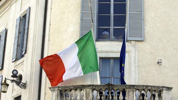 Bandiere dell'Italia e dell'UE - Sputnik France