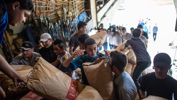 Plus de 5 tonnes d'aide humanitaire russe distribuées aux Syriens en 24h - Sputnik France