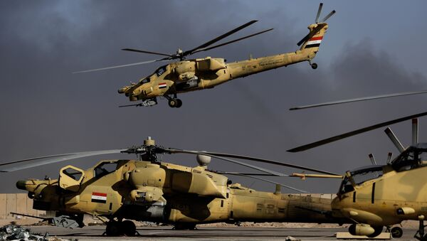An Iraqi airforce MI-28 helicopter takes off in front of MI-35 (R) and MI28 helicopters at the army base of Qaryat Jaddalat, south of the city of Mosul on November 25, 2016 - Sputnik France