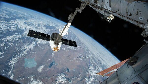 Le cargo Dragon s'arrime à l'ISS - Sputnik France