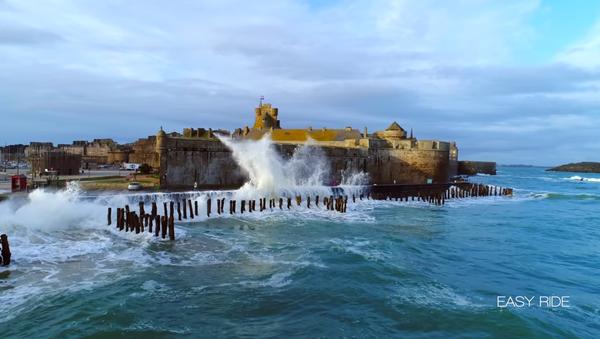 Les vagues-submersions à Saint-Malo - Sputnik France