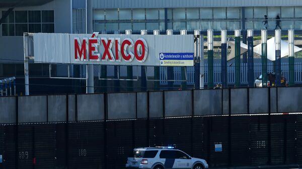 A la frontière entre les Etats-Unis et le Mexique - Sputnik France