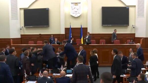 Klitchko intervient dans une bagarre à Kiev entamée… à cause de lui (VIDÉO) - Sputnik France