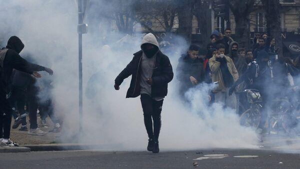 Une manifestation non-autorisée contre les violences policières à Paris - Sputnik France