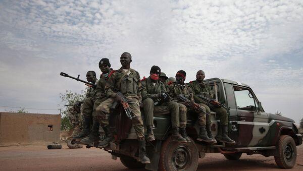 Солдаты правительственных войск Мали в освобожденном от боевиков-исламистов городе Кона - Sputnik France
