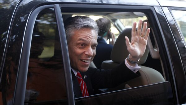 Republican presidential candidate and former Utah Gov. Jon Huntsman waves as he is driven away from a campaign stop in Charleston, S.C. Huntsman (File) - Sputnik France