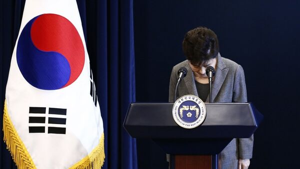 (FILES) This file photo taken on November 29, 2016 shows South Korea's President Park Geun-Hye bows during an address to the nation, at the presidential Blue House in Seoul. - Sputnik France