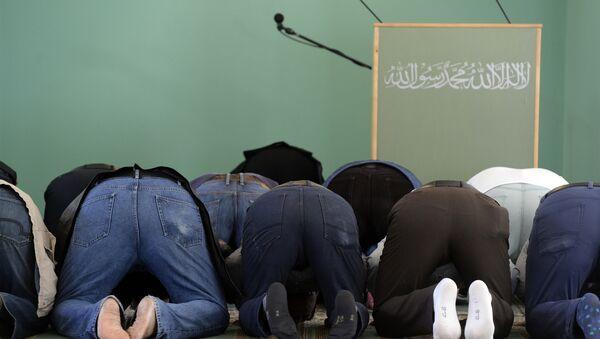 Dans une mosquée  - Sputnik France