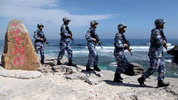 Des soldats de l'armée populaire de libération de Chine patrouillent à l'île Woody, dans l'archipel de Paracel, connu en Chine sous le nom d'îles Xisha, le 29 janvier 2016 - Sputnik France