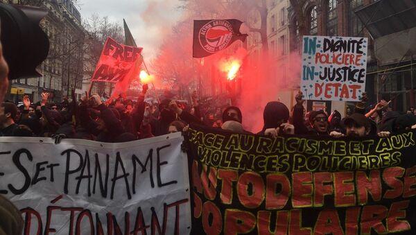 Marche contre les violences policières à Paris entre Nation et République (19 mars 2017) - Sputnik France