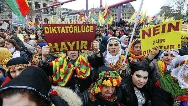 Manifestation des Kurdes contre Erdogan dans la ville allemande de Francfort-sur-le-Main - Sputnik France