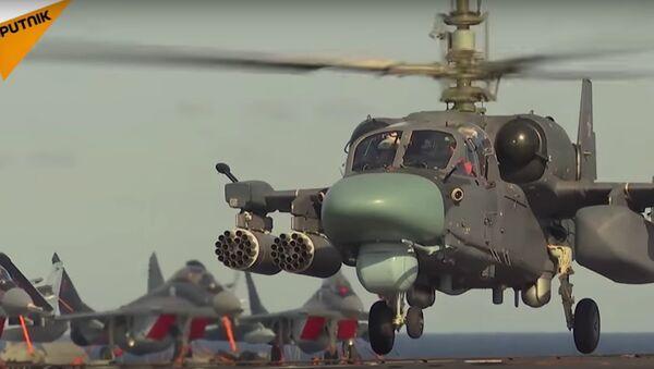 K-52K en poste sur le porte-avions Amiral Kouznetsov - Sputnik France