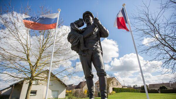 Le monument aux soldats du Corps expéditionnaire russe à Courcy - Sputnik France