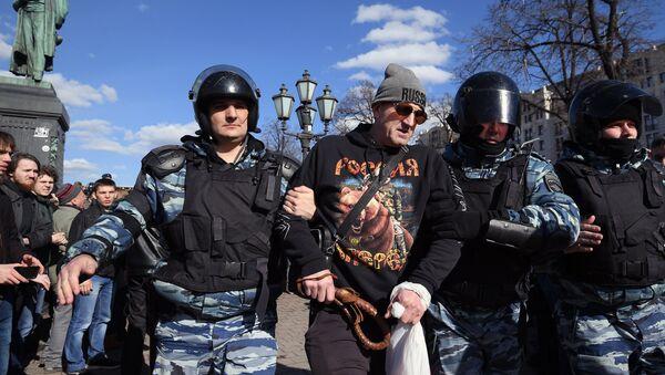 Arrestation d'un manifestant à Moscou - Sputnik France