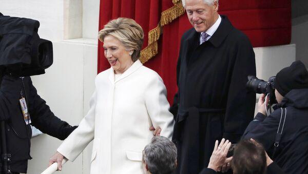 «Tu as perdu!», pourquoi Bill et Hillary Clinton se disputent - Sputnik France