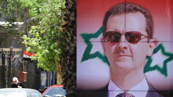 Poster bearing a portrait of President Bashar al-Assad - Sputnik France