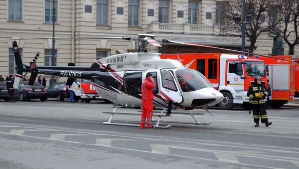 Evacuation des blessés suite à l'explosion dans le métro à Saint-Pétersbourg - Sputnik France