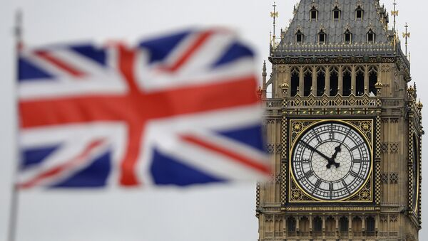 British Union flag waves in front of the Elizabeth Tower at Houses of Parliament containing the bell know as Big Ben in central London - Sputnik France