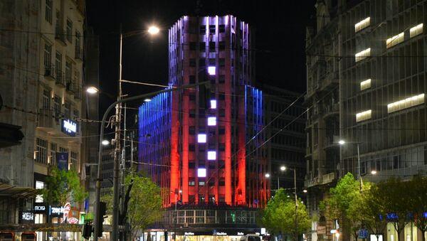 Le Palais Albanija de Belgrade illuminé aux couleurs de la Russie - Sputnik France