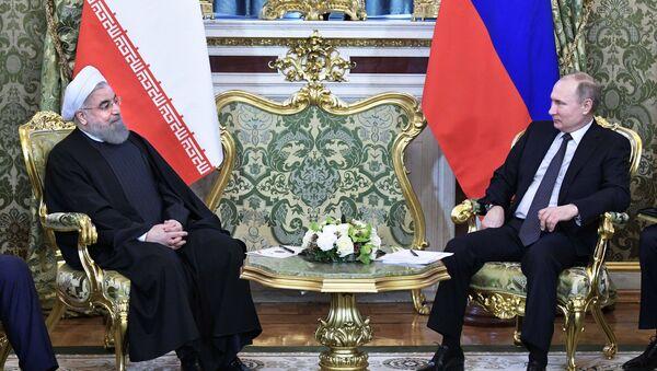 Vladimir Poutine à droite, Hassan Rohani à gauche - Sputnik France