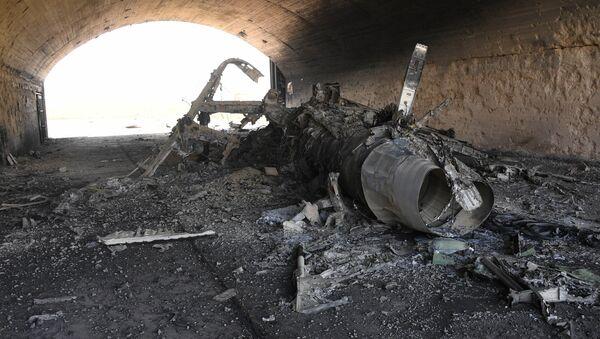 Последствия ракетного удара США по авиабазе в Сирии - Sputnik France