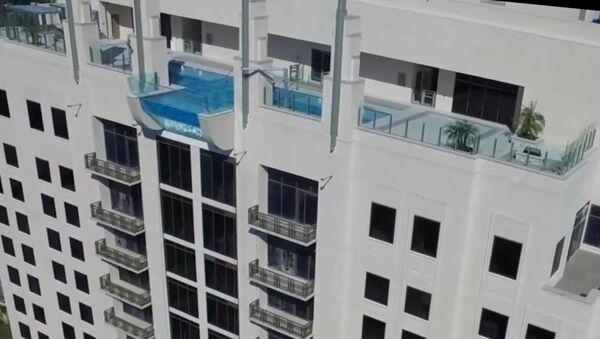 Une piscine exclusivement réservée aux amateurs de sensations fortes (vidéo) - Sputnik France