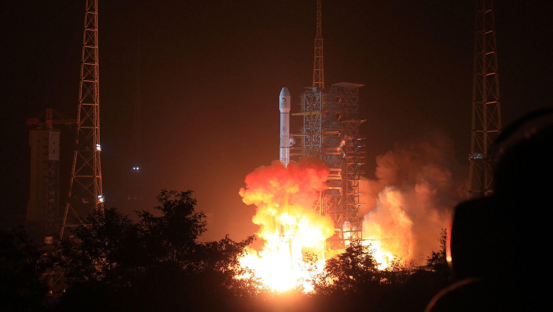 La Chine lance son premier satellite pour fournir Internet à haut débit - Sputnik France, 1920, 24.08.2021